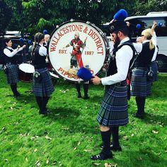 """Ok mes bons plans à #Glasgow une ville que j'ai adorée sont en ligne : http://www.716lavie.com/glasgow-ecosse.  J'y avais été invité dans le cadre du festival du championnat du monde de cornemuse (@worldpipebandchampionship) qui vaut le détour avec ses 8000 musiciens venus du monde entier ses pipe bands à la discipline de fer mais à la bonne humeur contagieuse. La chaleur des gens m'a particulièrement touché pas étonnant que le slogan de la ville soit """" PEOPLE MAKE GLASGOW """" @peoplemakegla…"""