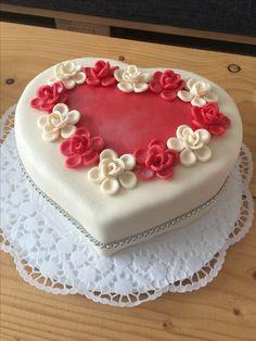 svatební weeding cake Fondant Cakes, Celebration Cakes, Birthday Cake, Desserts, Food, Decorations, Paint, Shower Cakes, Tailgate Desserts