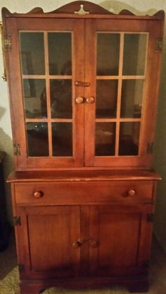 willett lancaster county solid beryl maple china cabinet willett