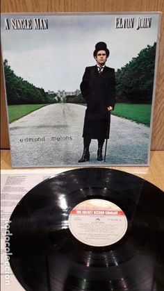 ELTON JOHN. A SINGLE MAN. LP-GATEFOLD / ROCKET RECORDS - 1978 / MBC. ***/***