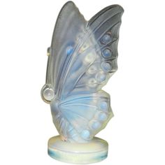 Vintage Sabino Art Glass Opalescent Small Open Winged Butterfly Different Forms Of Art, Glass Artwork, Antique Glass, Stained Glass Windows, Milk Glass, Art Forms, Glass Vase, Wings, Butterfly