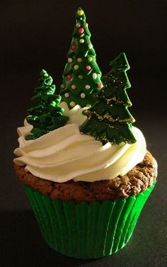 Christmas tree cupcakes by Victorious Cupcakes