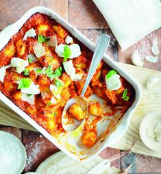 Gnocchit sorrentolaiseen tapaan | Kasvis, Juhli ja nauti, Pastat ja risotot | Soppa365 Gnocchi, Mozzarella, Vegetable Pizza, Risotto, Vegetables, Food, Essen, Vegetable Recipes, Meals