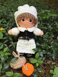 This Pilgrim Polly Outfit fits the Puddin Doll…and is perfect for Thanksgiving and Fall! Or,… change the colors in her outfit and she would be a perfect Pioneer Doll.