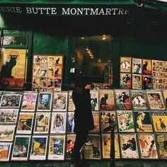 📷🌼 #paris #france #montmartre #posters #art #streetart #photography