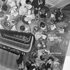 August 1, 1950 Couture Fall 1950 Collection Of Christian Dior Paris- aout 1950- Reportage sur la nouvelle collection automne 1950 de Christian DIOR avenue Montaigne à Paris. Vue du haut de l'escalier des personnes attendant le défilé sur les marches. (Photo by Walter Carone/Paris Match via Getty Images)