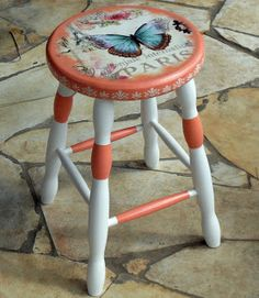 This video is about the transformation of my dining table by using decoupage. This decoupage diy video has step by step directions and tips that I've figured Art Furniture, Funky Painted Furniture, Decoupage Furniture, Refurbished Furniture, Upcycled Furniture, Furniture Makeover, Furniture Design, Painted Stools, Painted Tables