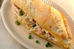 Mijn favoriete broodje van de La place is een broodje met kip en tauge. Dit recept is geinspireerd op het broodje van de La Place en smaakte net zo lekker! Als je een keer wat meer tijd hebt voor de lunch, bijvoorbeeld in het weekend, dan is dit broodje echt een aanrader. Tijd: 10...Lees Meer »