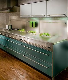 love these cabinets. they remind me of a Lustron home.