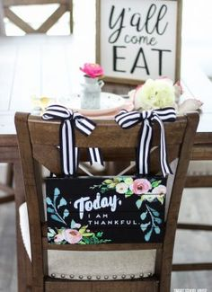 Y'all Come Eat sign with an adorable rustic place setting and hanging chair sign table Farmhouse Table Chairs, Farmhouse Decor, Dining Chairs, Eat Sign, Brunch Decor, Table Place Settings, Cool Diy, Hanging Chair, Ladder Decor