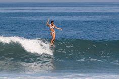 Longboarding Queen Honolua Blomfield / photo by Avalon Gall Surfboard Brands, Surfboard Shapes, Walden Surfboards, Skate Surf, Surf Trip, Longboarding, Surfs Up, Sea World, Surfing