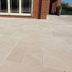 Em Dune Mm Calibrated Smooth Natural Sandstone M Patio - Em Dune Smooth Premium Natural Sandstone Contemporary Patio Packthis Natural Stone Paving Is A Mixture Of Delicate Yellow Beige And Cream Tones Creating A Light Golden Patio When Wet This Stone Ha Garden Slabs, Patio Slabs, Patio Tiles, Garden Paving, Patio Flooring, Outdoor Paving, Patio Stone, Stone Slab, Back Garden Design