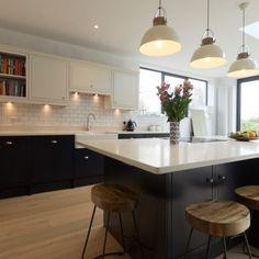 Bianco Carrina - Harpenden, Herts - Rock and Co Granite Ltd Kitchen Inspirations, Beautiful Kitchens, Dream Kitchen, Kitchen Colors, Two Tone Kitchen, Modern Kitchen, Kitchen Diner, Kitchen Tiles, Diy Kitchen