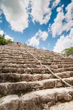 L'étonnante pyramide maya de Coban près de Tulum dans le Yucatan au Mexique. La vue est imprenable. A tester lors de votre voyage !