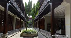 SEVEN TERRACES BOUTIQUE HOTEL What comes to mind when you see ornate shop houses, colourful clothings and kamcheng? Peranakan; and in the heart of Georgetown, Penang, you will find an exclusive 18-…