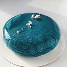 Mirror glaze cake: recipe for mirror cake with a coating of shiny glaze . - Mirror glaze cake: recipe for mirror cake with a coating of shiny glaze # mirror gloss glaze - Pretty Cakes, Beautiful Cakes, Amazing Cakes, Mini Cakes, Cupcake Cakes, Cupcakes, Crazy Cakes, Fried Cake Recipe, Mirror Glaze Cake