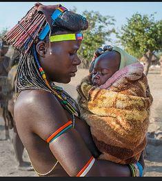 Muhacaona ( 'Mucawana' ) tribe of south Angola - 'Zemba Mother & Babe' _DSF4479-4 - the Mucawana are sometimes called 'Zemba' or 'Dhimba' - Photography Wanda Amos Namibia/Angola border.