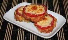 Hľadáte tip na skvelé raňajky? Pripravte si lahodný pokrm, ktorý vás svojou vábivou chuťou prenesie až do ďalekého francúzska. Potrebujeme (na 1 porciu) 3 plátky chleba (prípadne bagety) 1 vajce 2 lyžice mlieka ½ paradajky 3 lyžice nastrúhaného syra Čerstvý kôpor Soľ Olej Postup: Vajíčko rozšľaháme smliekom, pridáme nasekaný kôpor aochutíme soľou akorením. Chlieb obalíme...