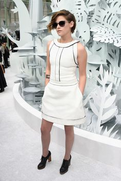 Kristen Stewart Photos: Chanel : Front Row - Paris Fashion Week - Haute Couture S/S 2015 Kristen Stewart, Fashion Week, Star Fashion, Daily Fashion, Paris Fashion, Kris Jenner, Short Bob Haircuts, Bob Hairstyles, Protective Hairstyles