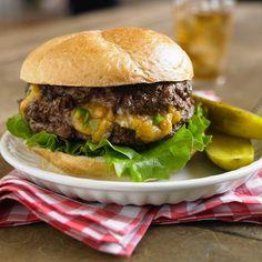 Geflüllter Burger mit Cheddar