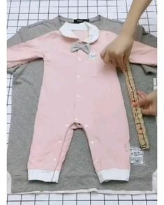 Sewing Baby Clothes, Baby Clothes Patterns, Sewing Patterns For Kids, Baby Dress Design, Frock Design, Kids Dress Wear, Dresses Kids Girl, Baby Outfits, Kids Outfits