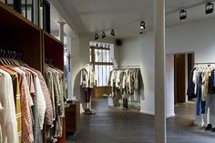 Boutique in Paris: The spirit of the 1920s meets modern LED technology to display premises and products in dynamic lighting - at the boutique of a fashion designer in Paris's trendy Marais district. Architect: Nicolas André, Saint-Ouen; Photographer: Dirk Vogel, Dortmund; Place: Paris