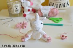 O Recuncho de Jei: Paso a paso del unicornio amigurumi Crochet Doll Tutorial, Knitted Dolls, Crochet Baby, Christmas Ornaments, Holiday Decor, Instagram, Ideas, Crochet Dolls, Knitting And Crocheting