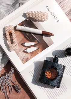 Rose Gold Aesthetic, Boujee Aesthetic, Autumn Aesthetic, Aesthetic Makeup, Black Opium Perfume, Flat Lay Inspiration, Flat Lay Photography, Flatlay Styling, Beauty Essentials