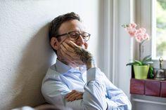 Thomas Meyer: Eine Geschichte vom grossen und vom kleinen Meyer. Zum Vatertag für einmal ein Father we love: Autor Thomas Meyer hat seinen eigenen wiedererkennbaren Schreibstil, der ihm 2012 fast den Schweizer Buchpreis eingebracht hätte. Und einen ebenso eigenen Erziehungsstil. Er öffnete für uns Tür, Buch und Herz und erzählt, warum ihn der kleine Meyer so glücklich macht. #motherswelove #fatherswelove #tadah #itsamomsworld #mothermag #mamablog #motherhood #motherswelove #businessmom…