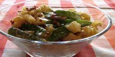 Pastasalat er en lækker og populær ret, som kan bruges enten som tilbehør eller som en hovedret i sig selv. Vores populære opskrift sikrer dig et velsmagende og sundt måltid. Couscous, Pesto, Pickles, Potato Salad, Cucumber, Bacon, Potatoes, Chicken, Ethnic Recipes