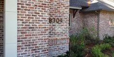 Výsledok vyhľadávania obrázkov pre dopyt old chicago brick White Wash Brick Exterior, Brick House Colors, Acme Brick, Brick Fireplace Makeover, Fireplace Update, Orange Brick, Modern Farmhouse Exterior, Exterior Makeover, Diy Décoration