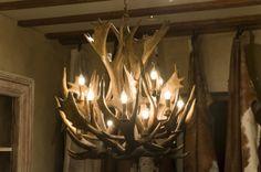 Landelijke kroonluchter Lightning, Furniture Design, Chandelier, Ceiling Lights, Interior Design, Live, Room, House, Home Decor