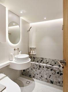 Rustic Home Decor Luxury Homes Interior, Home Interior Design, Apartment Interior, Bathroom Interior, Asian Bathroom, Master Bathroom, Minimal Apartment, Minimal Bathroom, Rustic Home Interiors