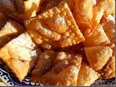 Minciunele fragede Crostoli - retete culinare de aluaturi dulci. Reteta de minciunele. Minciunelele sunt cunoscute si sub numele de uscatele, pancove, surcele.