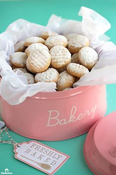 An AMAZING recipe for traditional Eid (post Ramadan Feast) cookies! These have a fabulously delicate texture that dissolves in the mouth. Filling variations included! Arabic Sweets, Arabic Food, Eid Sweets, Tea Cakes, Shortbread, Biscotti, Cookie Recipes, Dessert Recipes, Yummy Recipes