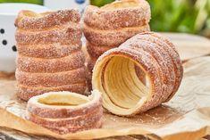 Kürtőskalács sütőben Naan, Dessert Recipes, Sweets, Bread, Cooking Ideas, Foods, Drink, Flaky Pastry, Brioche