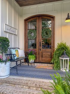 Summer refresh of the front porch is done! While I always love my neutrals when I think summer porch I think bright, cheery and somewhere… Summer Front Porches, Small Front Porches, Front Porch Design, Summer Porch Decor, Porch Designs, Patio Design, Small Porch Decorating, Decorating Ideas, Decor Ideas