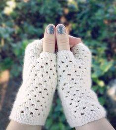 Fingerless Gloves Crochet Pattern: Free Delicate Gloves Pattern delicate crochet hand warmers (a free pattern) Crochet Fingerless Gloves Free Pattern, Fingerless Mittens, Knit Mittens, Easy Crochet, Free Crochet, Crochet Hats, Crochet Granny, Crochet Hand Warmers, Crochet Accessories