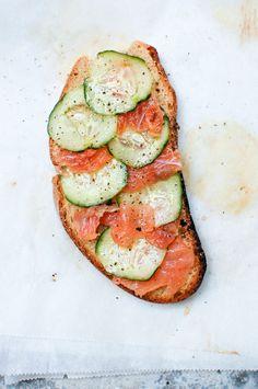 salmão fumado e pepino | smoked salmon with cucumber