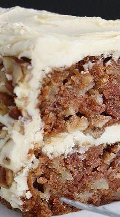 Apple Cake with Maple Buttercream and Pecan Trim Recipe edited recipe: c sugar, oil, applesauce, walnuts Food Cakes, Cupcake Cakes, Cup Cakes, Maple Buttercream, Buttercream Cake, Sugar Frosting, Frosting Recipes, Maple Frosting, Icing