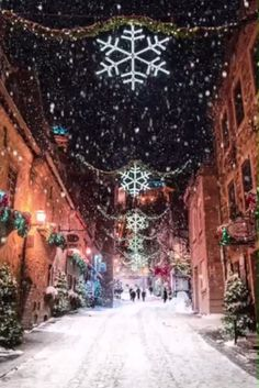 20 Magical Snowy Animated Christmas Scenes To Start Getting You In The Holiday Mood // Christmas Eve! Holiday Mood, Christmas Mood, Noel Christmas, Merry Christmas And Happy New Year, Christmas Music, Christmas Videos, Magical Christmas, Animated Christmas Pictures, Happy Holidays
