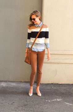 brown and blue outfit. love it.