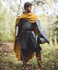 Knight's Cape – Medieval Linen Cloak - DarkSide. Medieval Cloak, Medieval Costume, Medieval Fantasy, Medieval Knight Armor, Armadura Medieval, Medieval Fashion, Medieval Clothing, Fantasy Character Design, Character Inspiration
