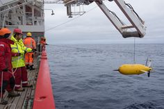 Boaty McBoatface dove to the bottom of the ocean. What it found was 'unprecidented.' All hail Boaty McBoatface, lord of the seas! Boaty McBoatface is pulled out of the water. Greenland Ice Sheet, University Of Southampton, Bottom Of The Ocean, Sea Level Rise, Yellow Submarine, Digital Trends, Cool Tech, A Team, Climate Change