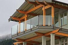 Lan can cầu thang kính: Lan can kính - sự đột phá của kiến trúc hiện đại