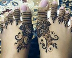 Don't really like this Henna tattoo but hey Mehndi Designs For Girls, Unique Mehndi Designs, Beautiful Henna Designs, Mehndi Designs For Hands, Henna Tattoo Designs, Beautiful Mehndi, Mehendi, Leg Mehndi, Foot Henna