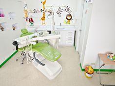 Instalaciones Medicentro Odontopediatria Dental Office Decor, Dental Office Design, Medical Design, Children's Clinic, Dentist Clinic, Dental Kids, Dental Art, Children's Medical, Dental Center