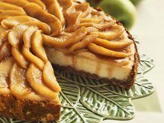 Mandel-Cheesecake Rezept mit Äpfeln | Zeit: 1 Std. 15 Min. | http://eatsmarter.de/rezepte/mandel-kaesekuchen-mit-apfelhaube