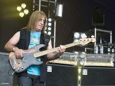 ニュース写真 : Trevor Bolder of Uriah Heep performs on stage...