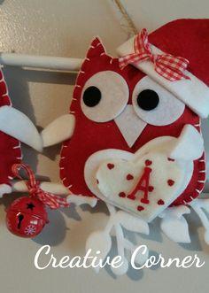 Dolcissimi gufetti natalizi realizzati in pannolenci e feltro. Questi gufetti innamorati possono essere personalizzati sia nei colori che nella composizione. Vengono realizzati su richiesta quindi...
